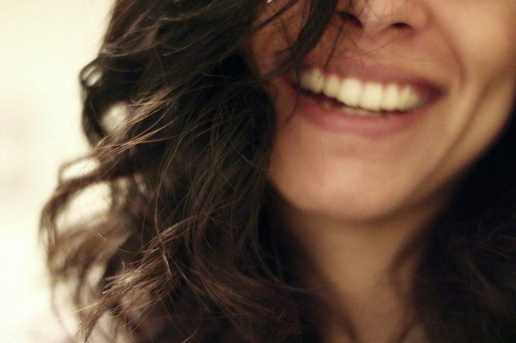 Sorrir melhora a autoestima